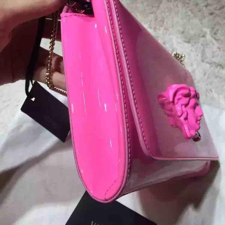 Versace范思哲荧光粉色漆皮单肩包