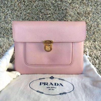 PRADA普拉达女士粉色手拿包