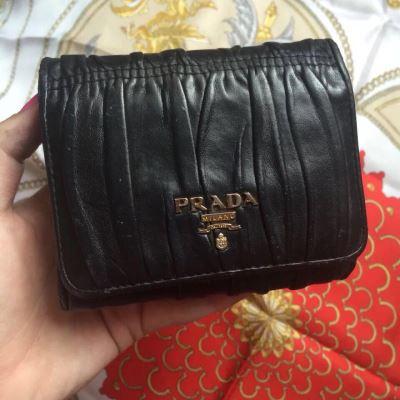 PRADA普拉达羊皮短款钱包
