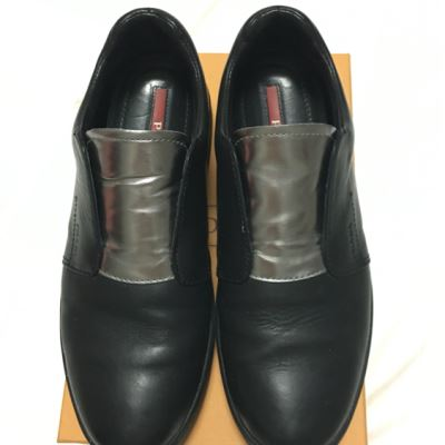 PRADA普拉达黑色平底皮鞋