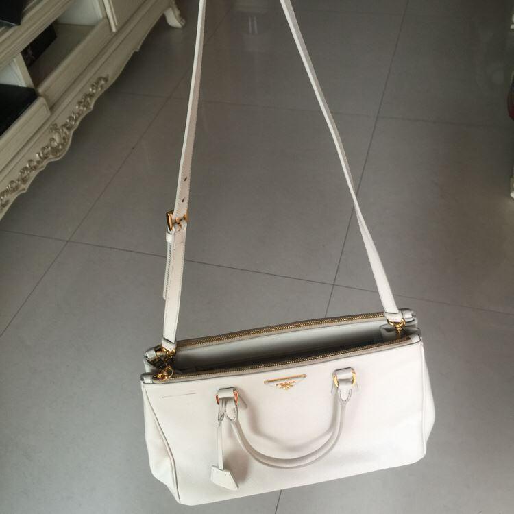 PRADA普拉达十字纹白色手提包