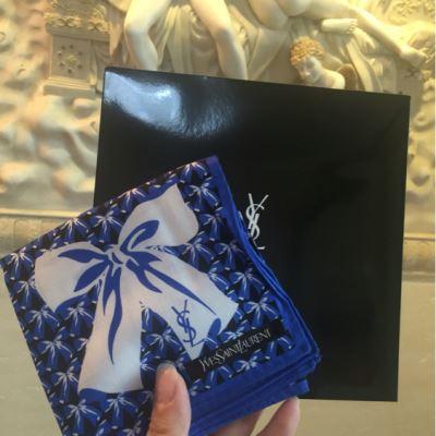 YSL圣罗兰时尚小方巾