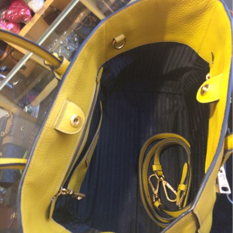 PRADA普拉达黄色手提包