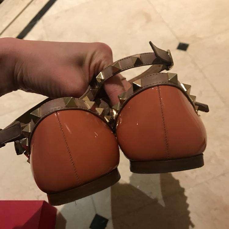 Valentino华伦天奴裸色平底铆钉鞋