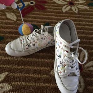 LV路易·威登白色全皮休闲鞋