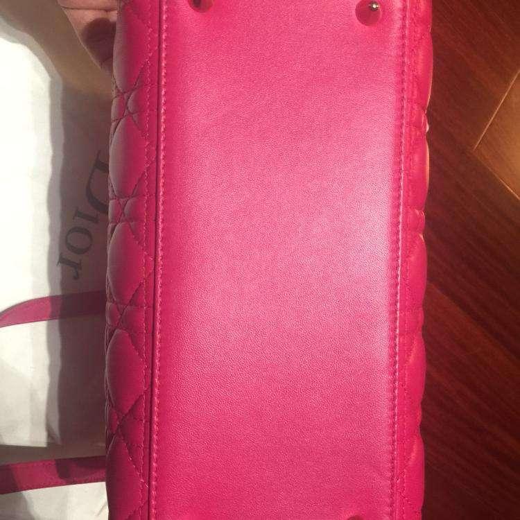 Dior迪奥经典玫红款手提包