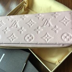 Louis Vuitton 路易·威登压纹皮质樱花粉钱包