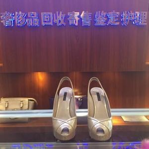 Louis Vuitton 路易·威登漆皮高跟鞋