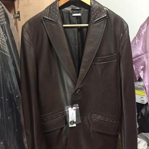 Versace 范思哲羊皮铆钉图案皮衣