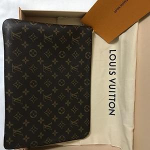 Louis Vuitton 路易·威登手拿包