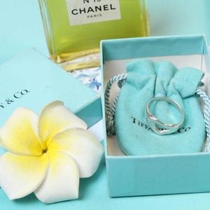 Tiffany & Co. 蒂芙尼镂空心型戒指