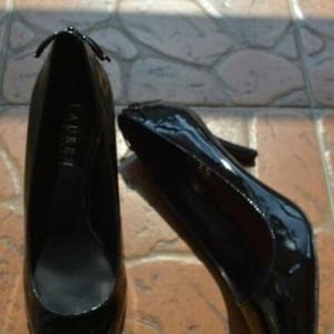 Ralph Lauren漆牛皮细中高跟鞋