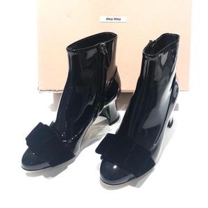 Miu Miu 缪缪黑色漆皮蝴蝶结中跟鞋