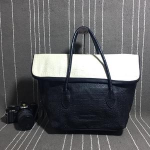 Armani Exchange 阿玛尼黑白双拼色手提包