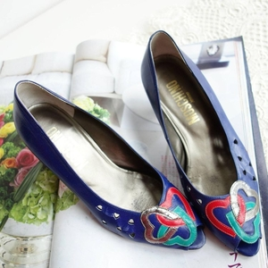 Moschino 莫斯奇诺电光蓝艺术感爱心圈单鞋皮鞋