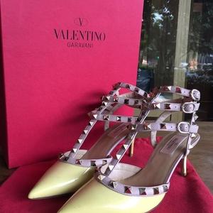 Valentino 华伦天奴黄色漆皮拼粉色高跟鞋