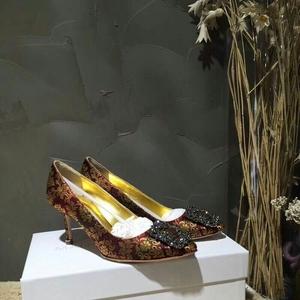 Manolo Blahnik 马诺洛方扣带钻高跟鞋