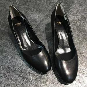 FENDI 芬迪黑色牛皮粗跟皮鞋