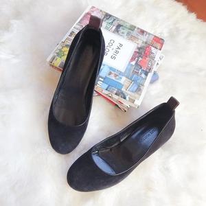 Louis Vuitton 路易·威登黑色翻毛皮低跟鞋