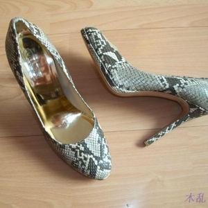 COACH 蔻驰蟒蛇皮高跟鞋