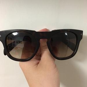 PRADA 普拉达玳瑁色经典款太阳镜