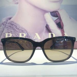 PRADA 普拉达太阳眼镜