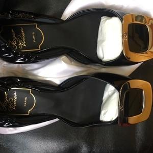 Roger Vivier 罗杰·维维亚黑色漆皮单鞋
