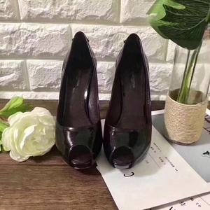 Louis Vuitton 路易·威登车厘子色高跟鞋
