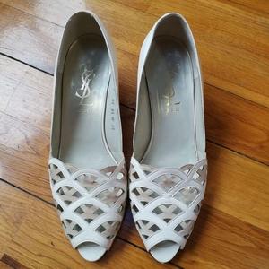 Yves Saint Laurent 伊夫·圣罗兰中跟低跟凉鞋