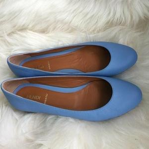 FENDI 芬迪天蓝色平跟鞋