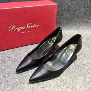 Roger Vivier 罗杰·维威耶黑色尖头低跟鞋