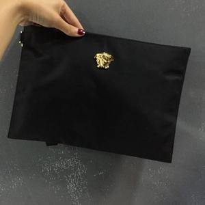 Versace 范思哲尼龙大号手拿袋