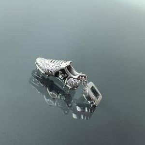 Louis Vuitton 路易·威登18k白金钻石吊坠