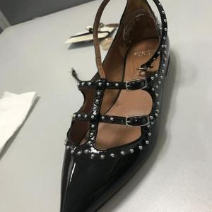 GIVENCHY 纪梵希漆皮铆钉平底鞋