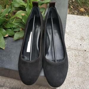 Louis Vuitton 路易·威登小粗跟麂皮低跟鞋