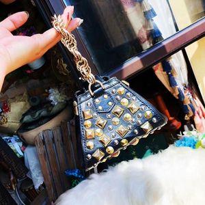 Versace 范思哲朋克风铆钉手提包
