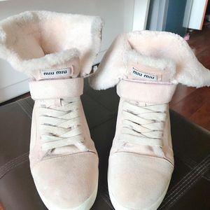 Miu Miu 樱花粉色高帮雪地靴