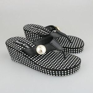 Juicy Couture橘滋女士皮扣坡跟凉鞋