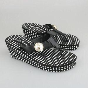 Juicy Couture 橘滋女士皮扣坡跟凉鞋