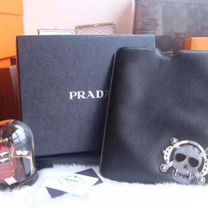 PRADA 普拉达骷髅头iPad套