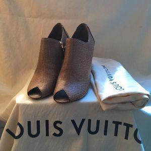 Louis Vuitton 路易·威登鳄鱼压纹鱼嘴高跟凉鞋