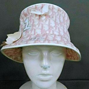 Dior 迪奥老花镶钻珍珠花饰帽子