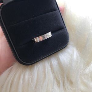 Tiffany & Co. 蒂芙尼单颗钻石双行珠形边饰钻戒指
