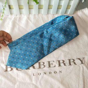 Burberry 博柏利经典天蓝色带花纹领带