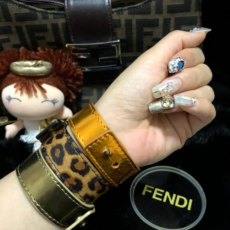 FENDI 芬迪走秀限量款炫彩漆皮手环套装
