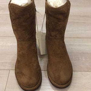 UGG 棕色短靴
