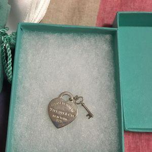 Tiffany & Co. 蒂芙尼爱心钥匙吊坠