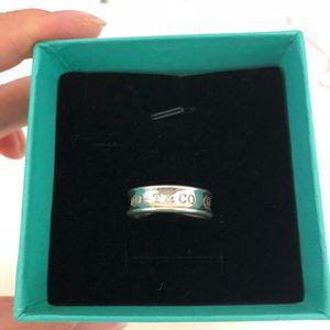 Tiffany & Co. 蒂芙尼宽版戒指