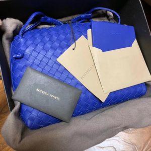 Bottega Veneta 葆蝶家蓝色羊皮编织单肩包