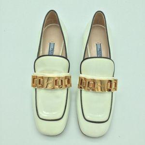 PRADA 普拉达女士白色漆皮方头皮鞋
